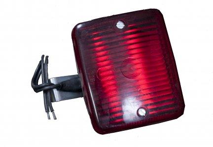 Hátsó ködlámpa - piros kocka vezetékes (komplett)